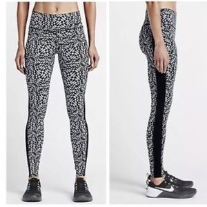 Nike Legendary Checker Tights